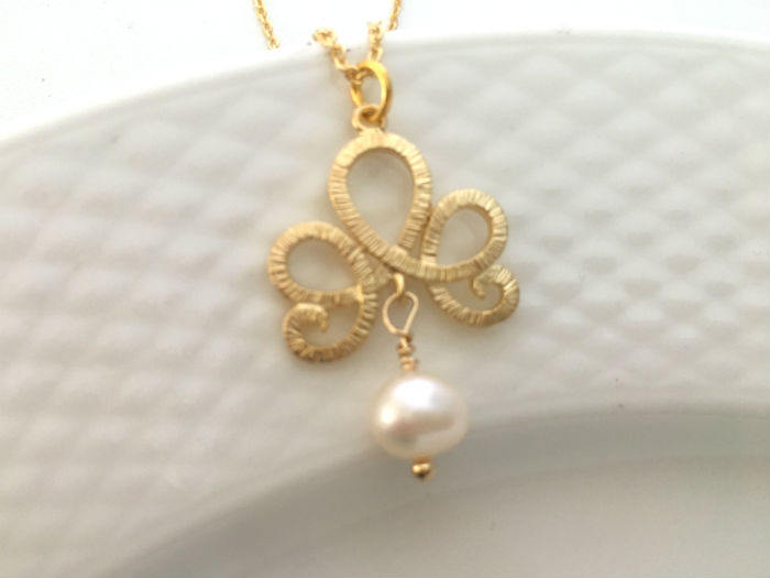 Dainty Filigree Pearl Necklace by Handmade Dezigns