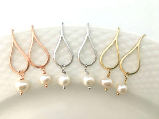 Minimal Teardrop Pearl Earrings