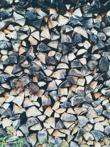 How to tell when firewood is seasoned based on the color.