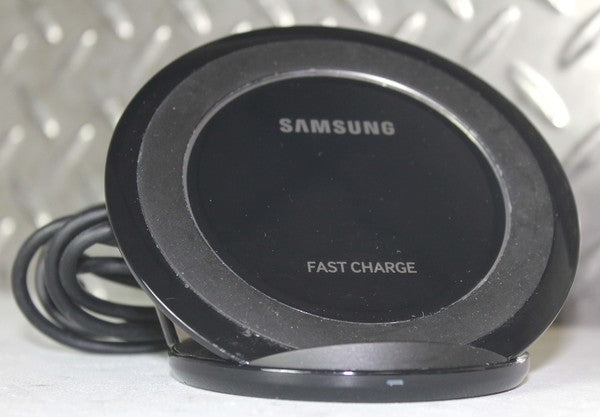 NICE!! SAMSUNG FAST CHARGE WIRELESS CHARGING STAND EP-NG930 BLACK