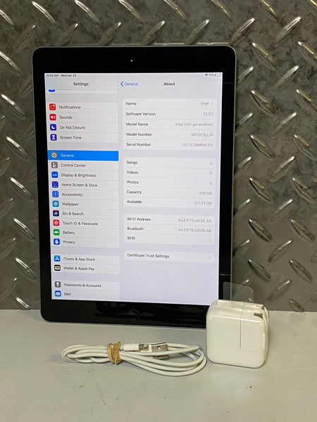 Apple iPad 5th gen 128GB - Space Gray - WiFi only