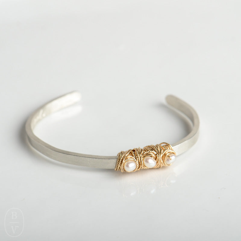 THIN HAMMERED TRIPLE PEARL CUFF BRACELET - B417130