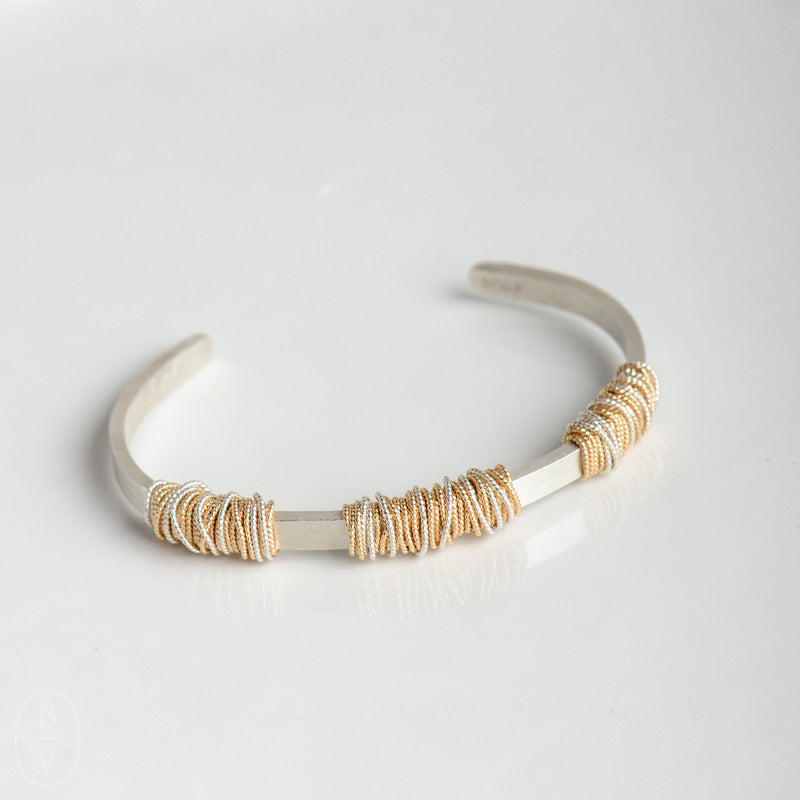 THIN HAMMERED TRIPLE WRAPPED CUFF BRACELET - B371145
