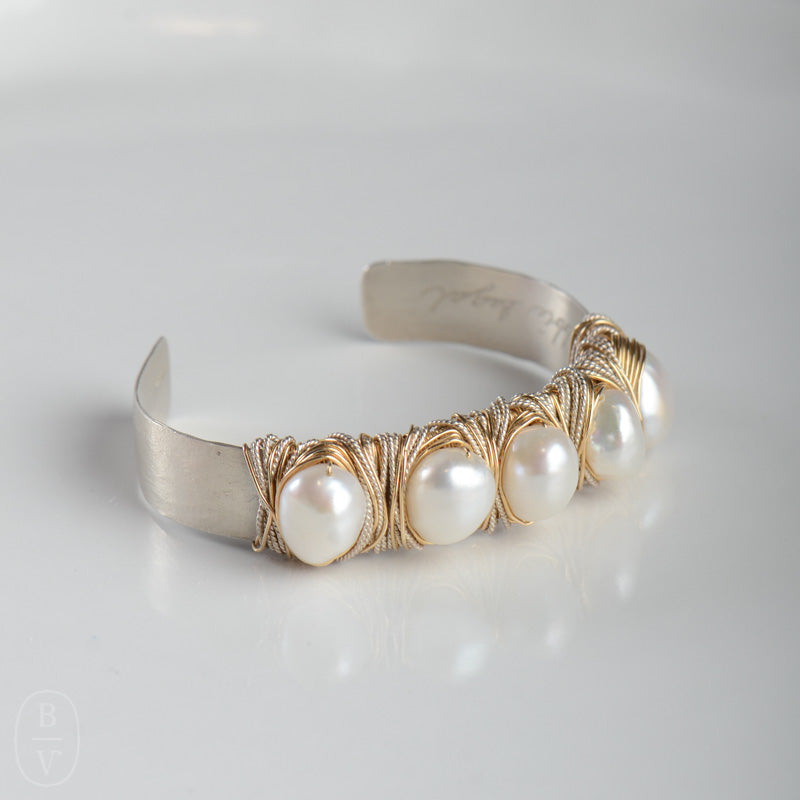 WIDE HAMMERED LARGE PEARL CUFF BRACELET - B406295