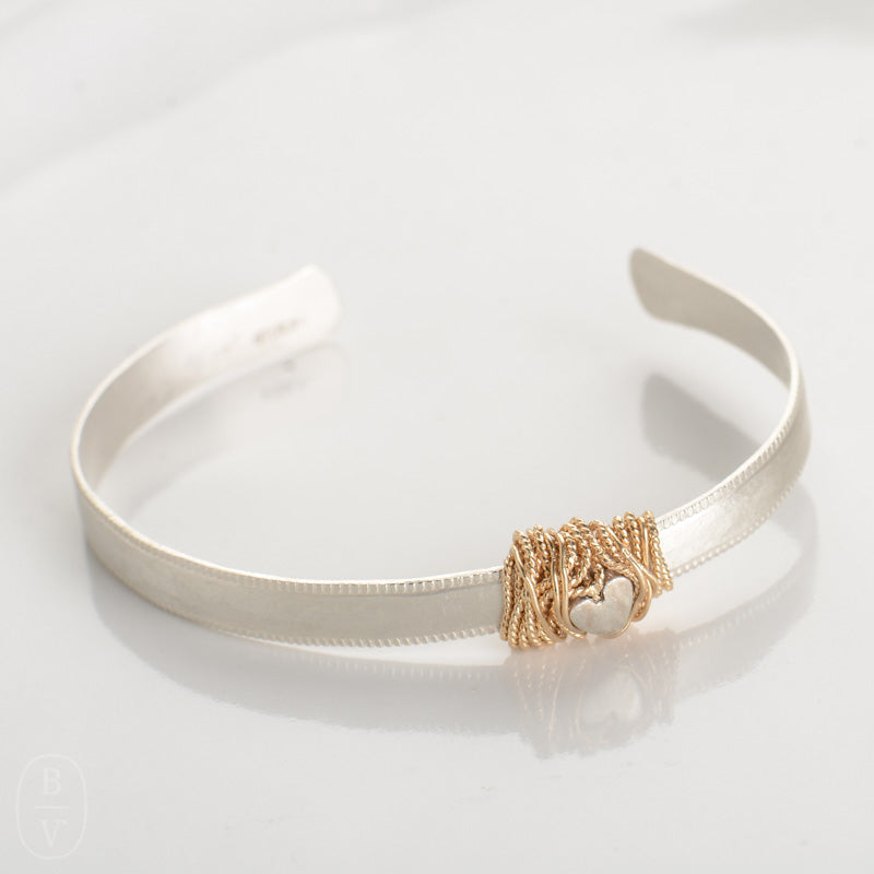 THIN HAMMERED GOLD WRAPPED HEART CUFF BRACELET - B1528115