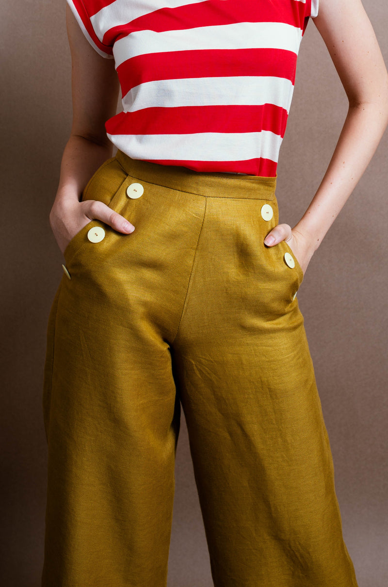 Nautical style trousers with side pockets and big button details