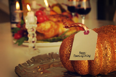 typewriter happy thanksgiving tags with glittery pumpkin for thanksgiving table setting