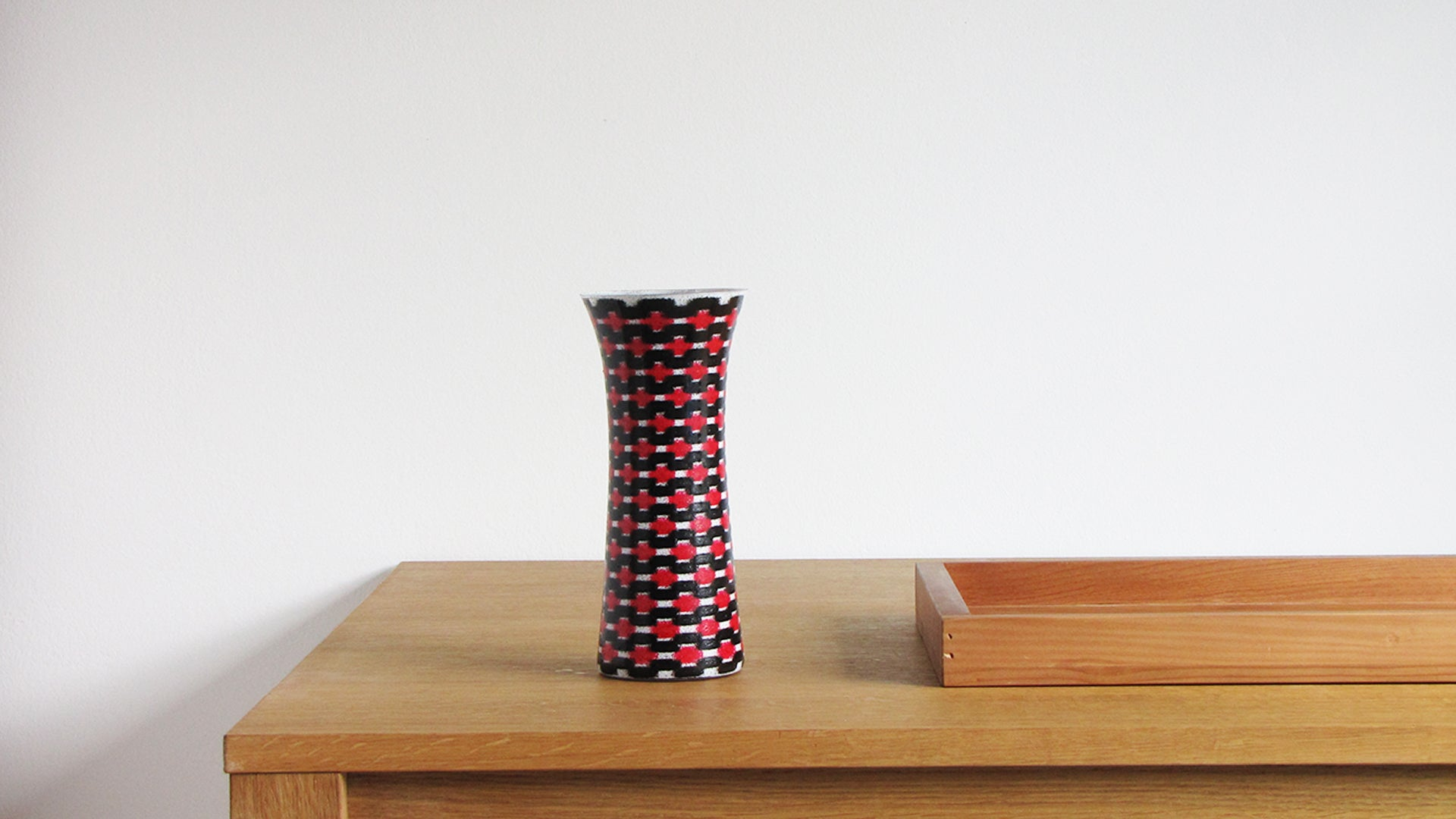 Red Teleport Slim Vase Medium