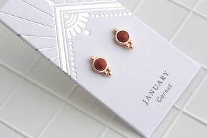 Birthstone Studs January/Garnet