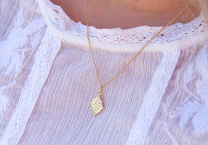 Lucky four leaf clover gold pendant necklace