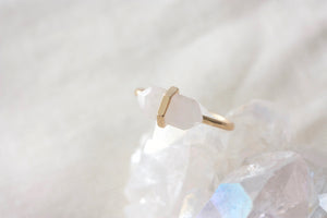rose quartz healing gemstone ring