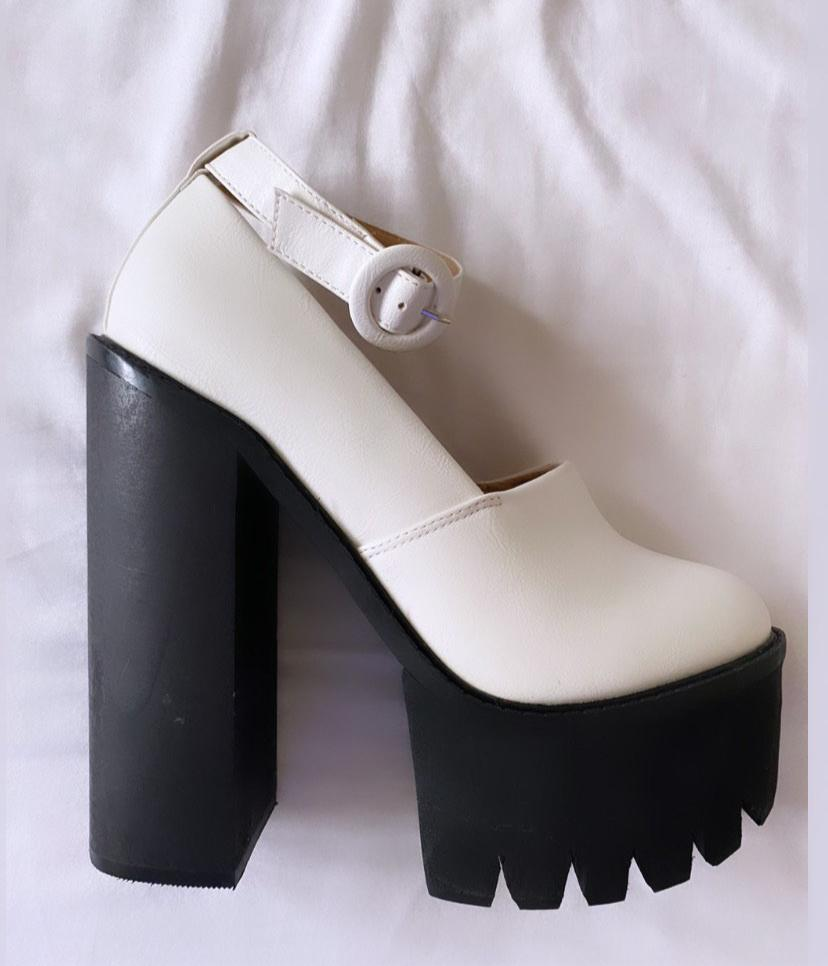 'Georgia' White Closed Toe Chunky Heels