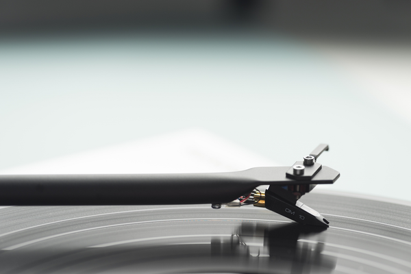 Pro-Ject Essential III Turntable with Ortofon OM10 Cartridge (In The Groove) | Douglas HiFi