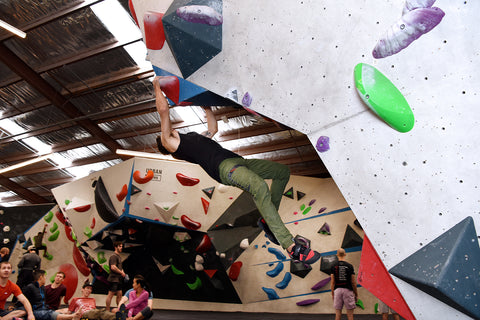 Bouldering basics - what is an overhang dyno?