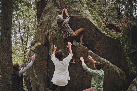 How to Reduce Your Environmental Impact When Climbing Friends Bouldering Outdoors