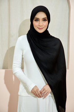 PLEATED SHAWL - BLACK