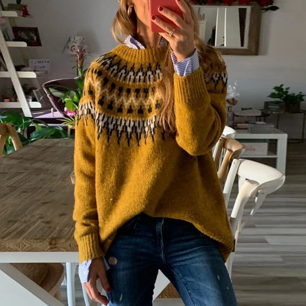 Patterned pullover with long sleeves sweater