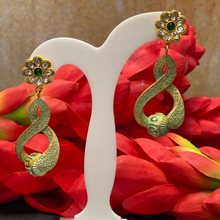 Load image into Gallery viewer, Kundan Meenakari Earrings