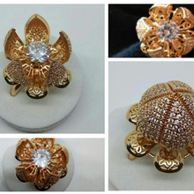 Load image into Gallery viewer, Gold-Tone Pin Brooch
