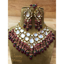 Load image into Gallery viewer, Kundan heavy chokar Necklace set with Earrings - Classy Missy by Gur