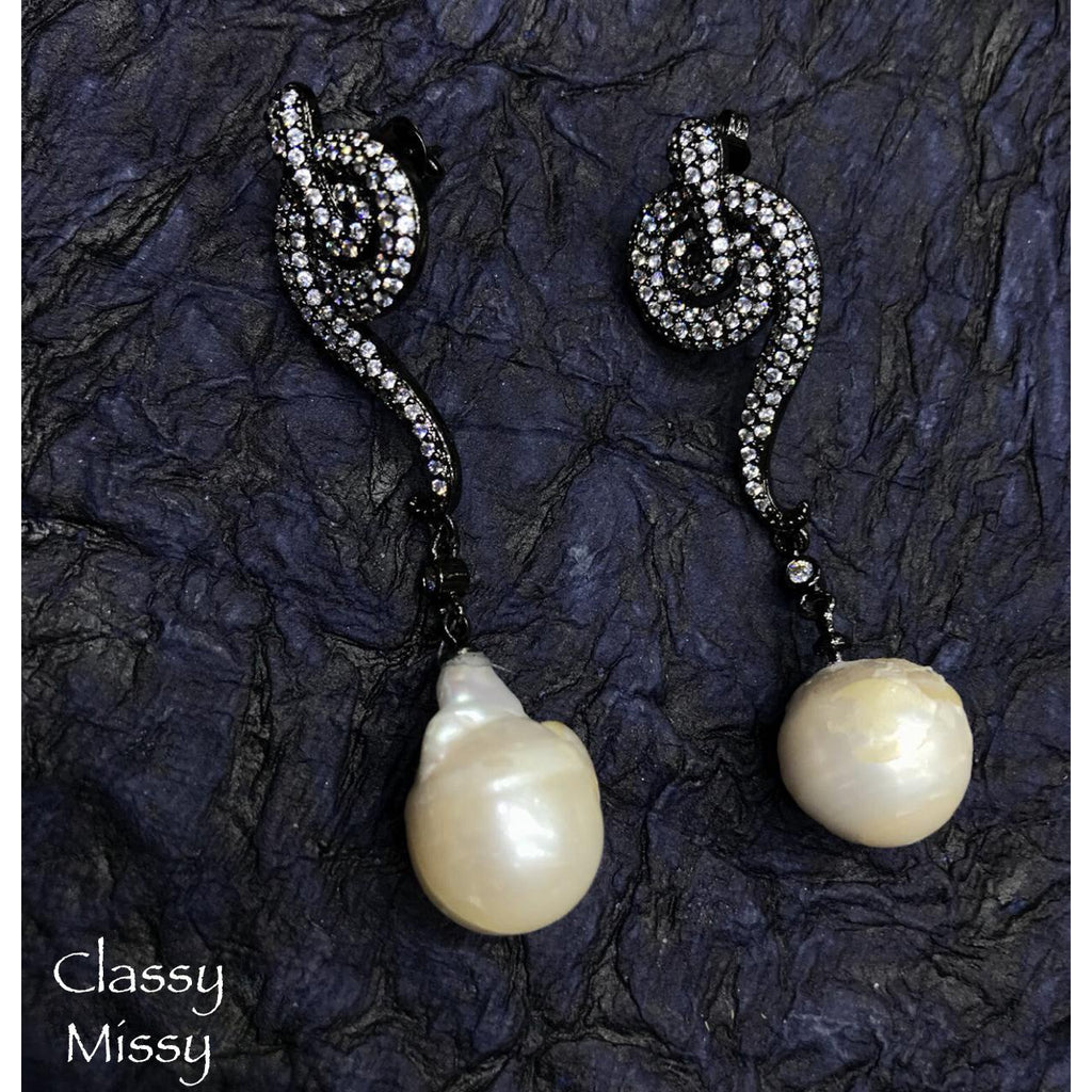 Pearl drop earrings - Classy Missy by Gur