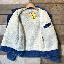 Load image into Gallery viewer, Vintage Blue Denim Sherpa Lined Jacket. Size M/L