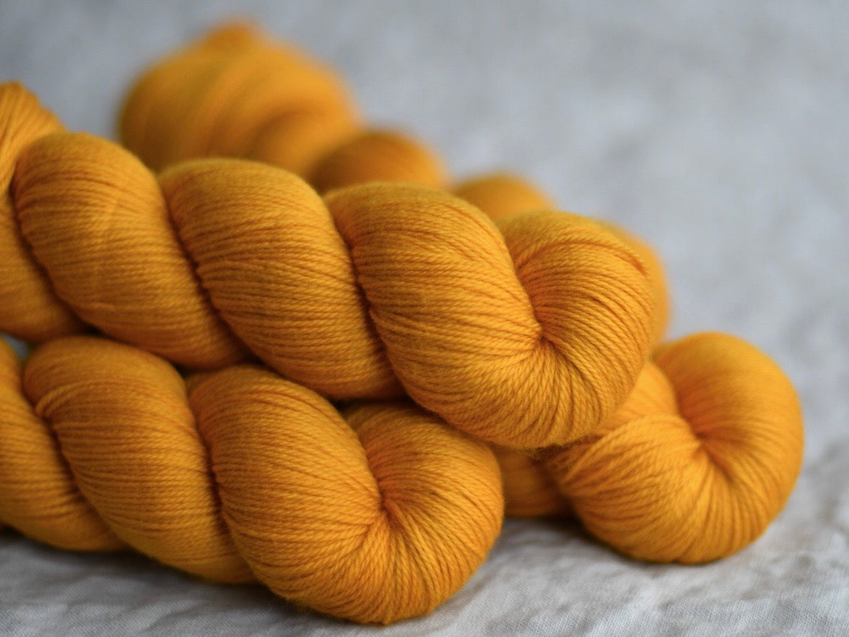 Taxi city. Fingering 80% Merino 20% Nylon (4334318780450)