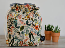 Load image into Gallery viewer, Flowers and leaves / Hand made project bag (4335009923106)