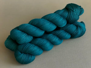 Peacock suit. Fingering 100% Merino SW (4333275381794)
