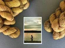 Load image into Gallery viewer, Au fil de l'or.  Fingering 100% Merino SW (4309695823906)