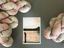 Load image into Gallery viewer, Dancer in the light. Fingering 100% Merino SW (4309694709794)