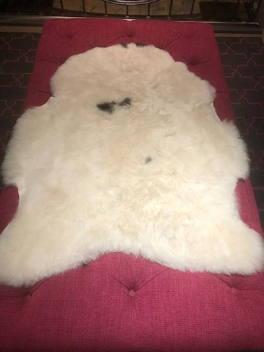 Icelandic Sheepskin Rug - Shaved - Cream + Black Centre Spot