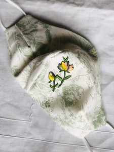 Green toile/flower buds
