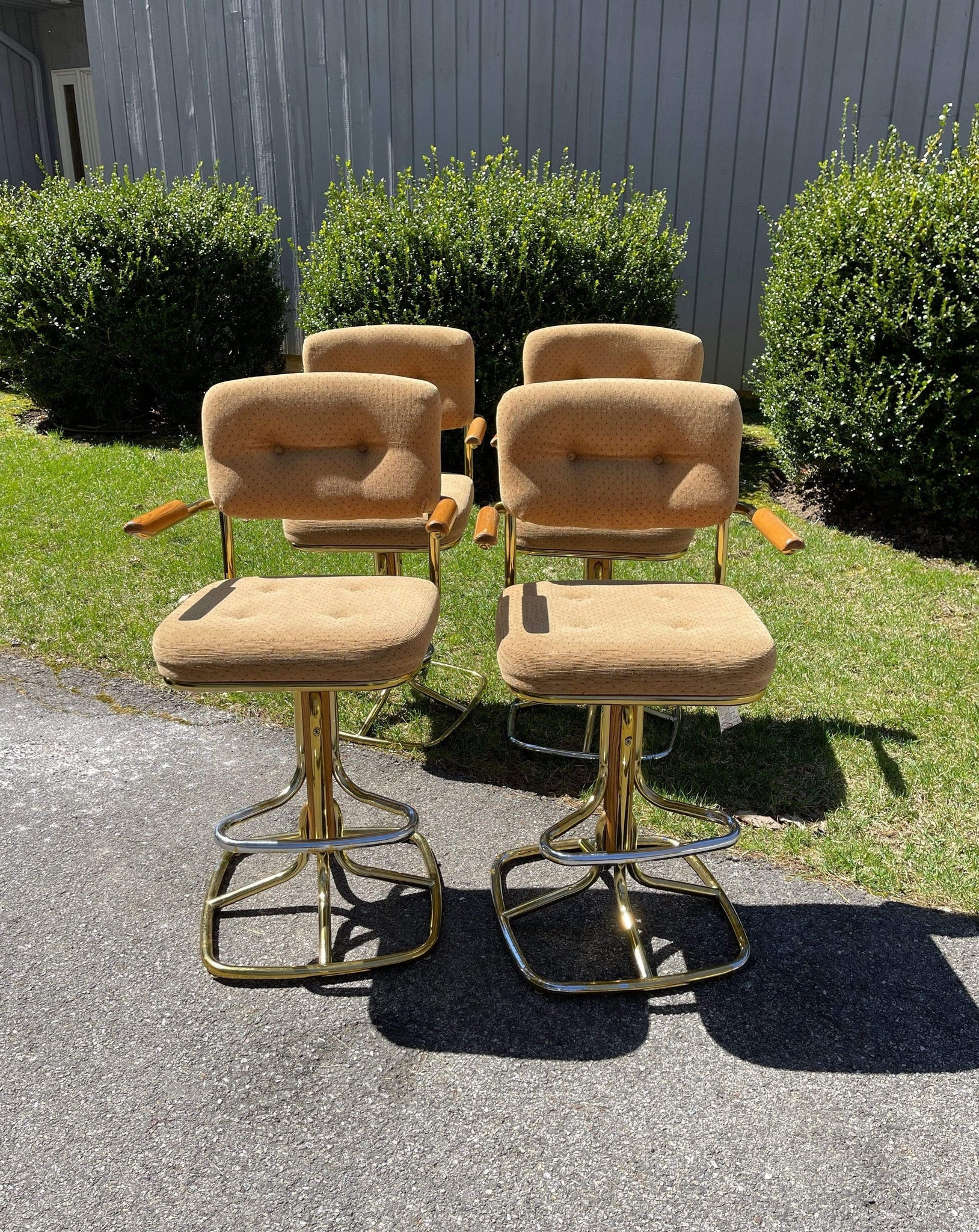 Nice Vintage Things Seating 1970s Swivel Bar Stool In Taupe Velvet With Wooden Armrest By Daystrom Furniture