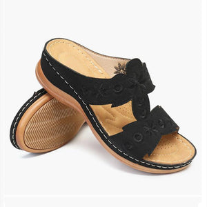 【✈Fast Delivery】Lady embroidered soft bottom wedge slippers
