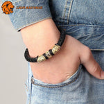 Bracelet Constellation Lion sur le poignet