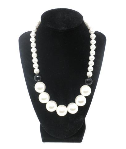 Oversized Black & White Pearl Necklace - The Fashion Foundation
