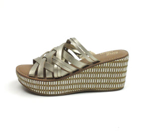 Faryl Robin Metallic Gold Platform Slides - Size 6 - The Fashion Foundation