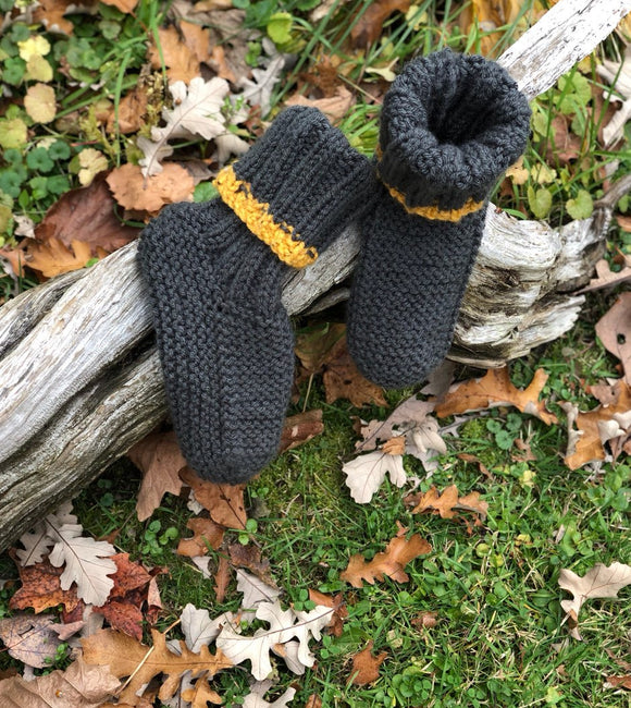 KNITTED, SLIPPERS FOR CHILDREN OR ADULTS, Nicole Perreault