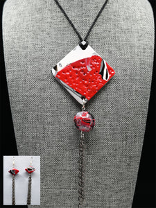 POLYMER JEWELERY, Necklace with sophisticated pendant and biconical earrings with chains, Carole Charron-Gagnon