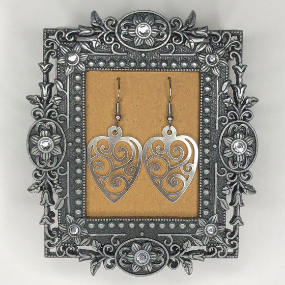 JEWELERY - EMBROIDERED HEART EARRINGS, Céline Larivière