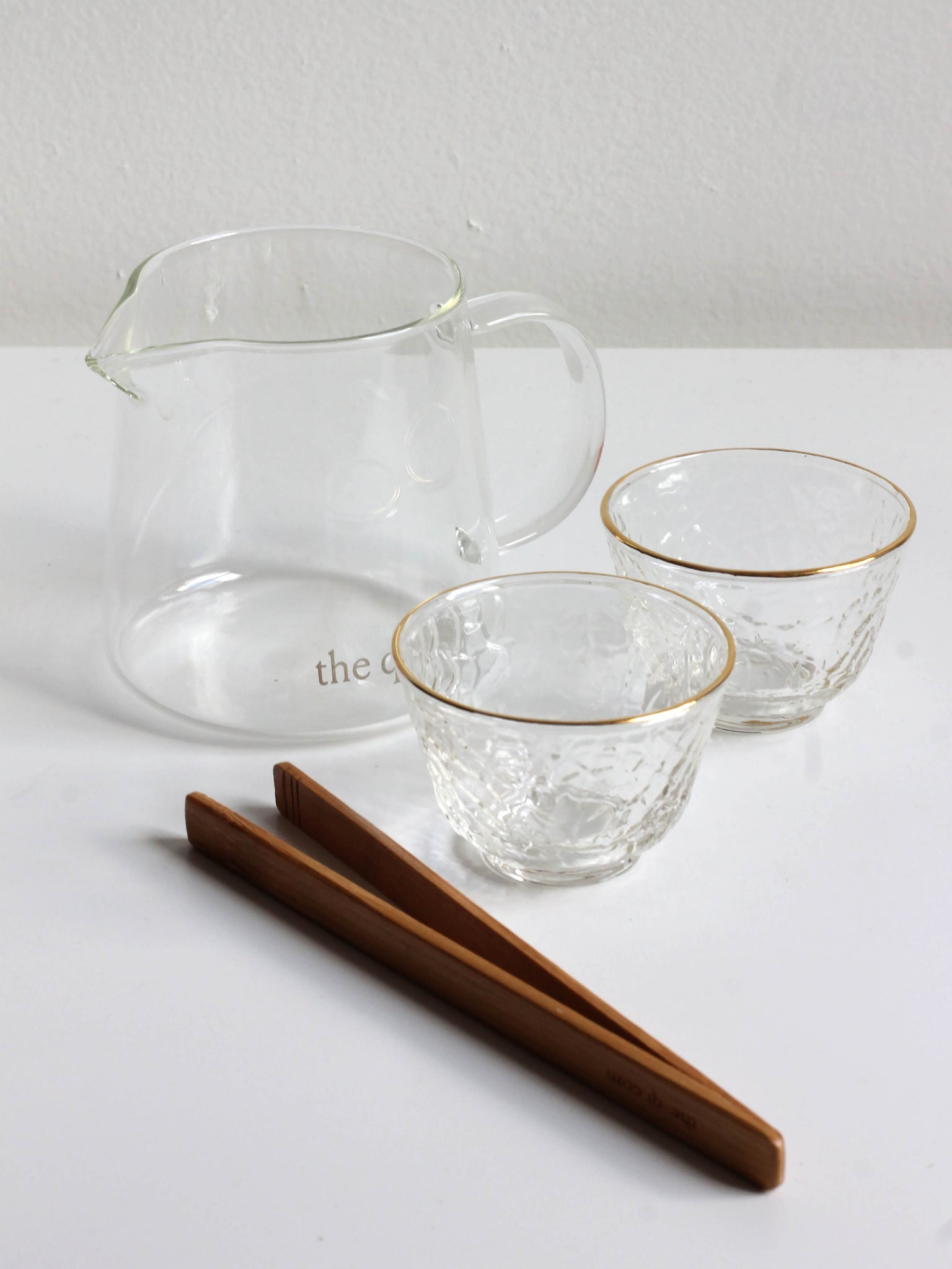 THE QI SMALL GLASS SERVING PITCHER