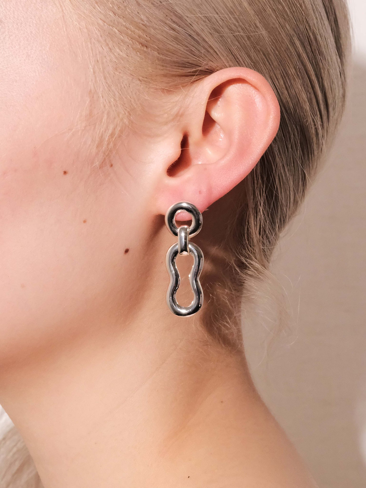 ALTA ORA SMALL BOUND CURVE EARRINGS