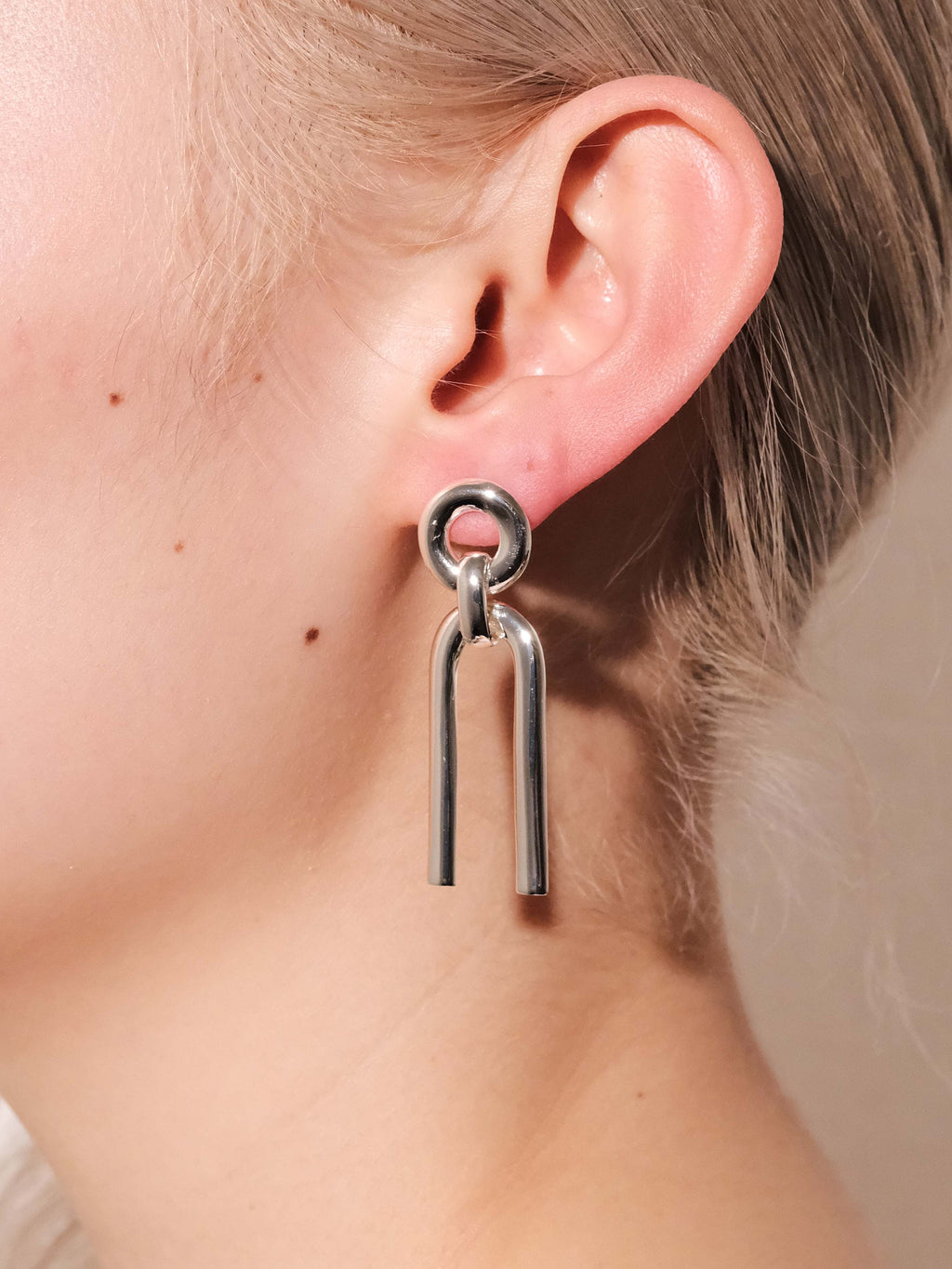 ALTA ORA SMALL ARC CURVE EARRINGS
