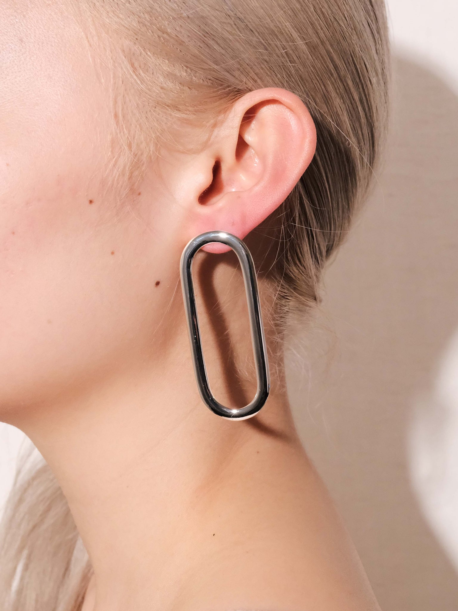 ALTA ORA CIRCLE & OBLONG CURVE EARRINGS