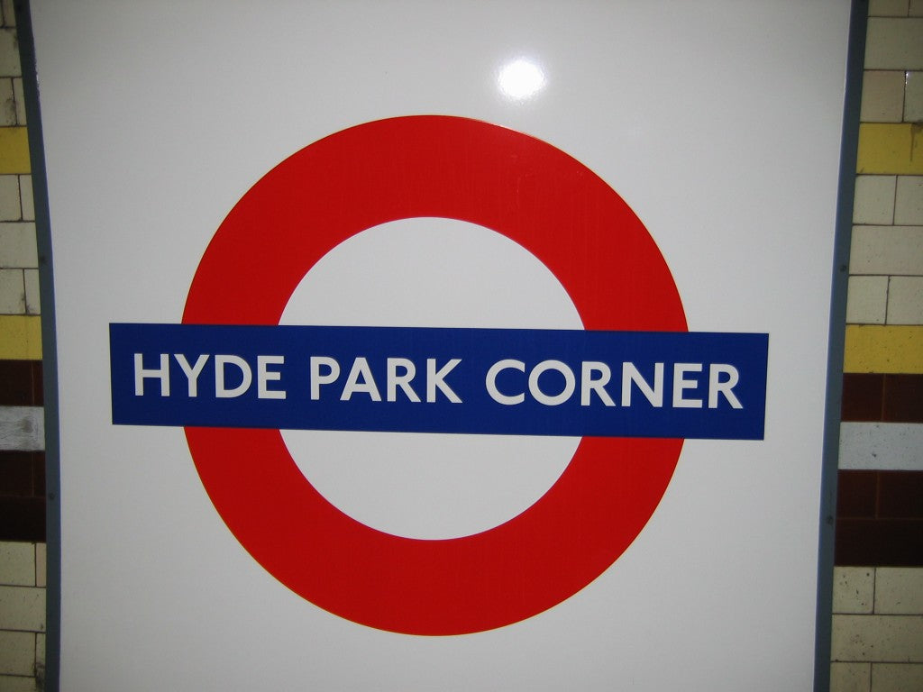 Hyde_Park_Corner_Tube_station_sign