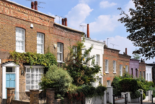 Street-of-18th-century-Georgian-cottages-in-London-UK