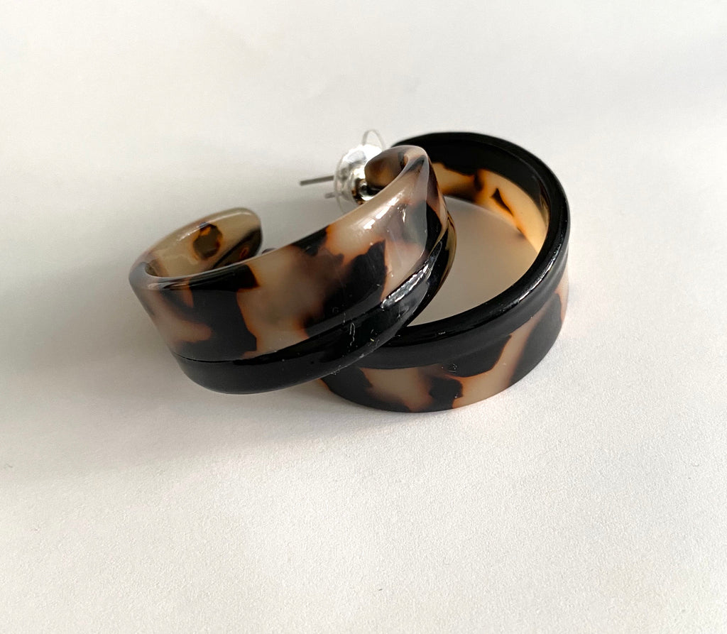 Leela chunky tortoiseshell hoop earrings
