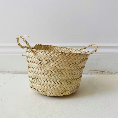 Small table top storage basket