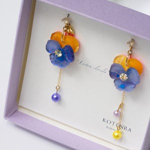 "Planting ""Baby Pansy"" flower pierced earrings"